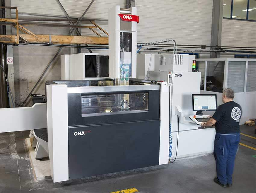 DMM - Large capacity machines for custom machining of your metallic moulds